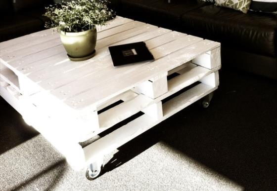 Biały stolik z palet