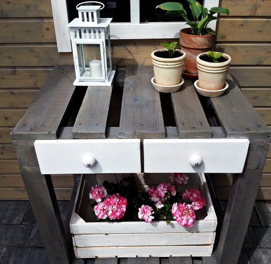 Stolik na kółkach z palet