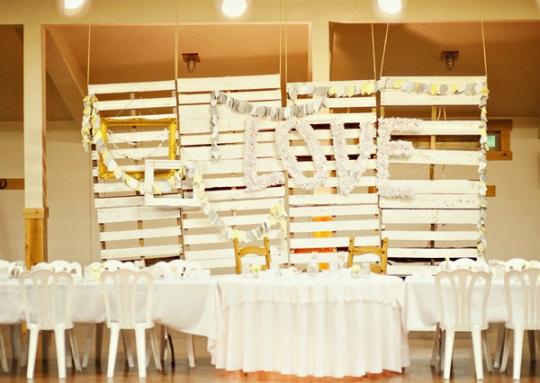 dekoracja sali weselnej palety